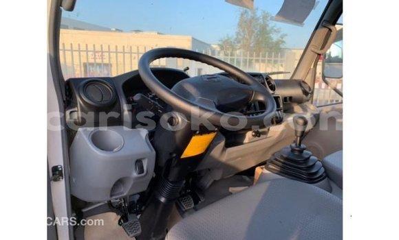 Gura Imported Hino 300 Series White Ikamyo i Import - Dubai mu Rwanda