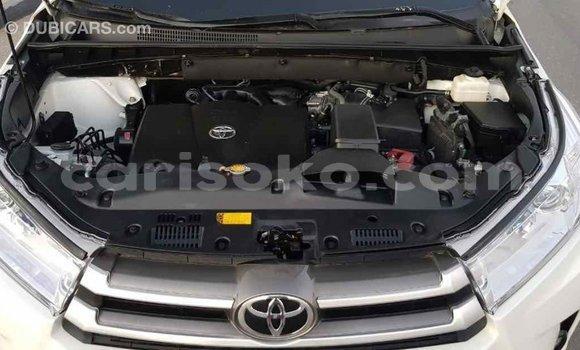Buy Import Toyota Highlander White Car in Import - Dubai in Rwanda