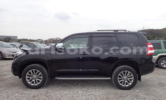 Gura Yakoze Toyota Land Cruiser Prado Black Imodoka i Kigali mu Rwanda
