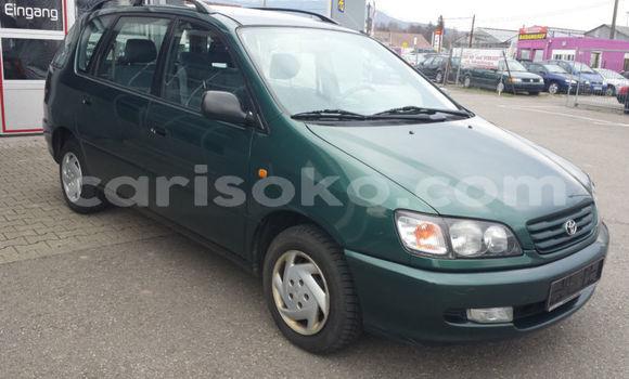 Buy Import Toyota Picnic Green Car in Rwamagana in Rwanda