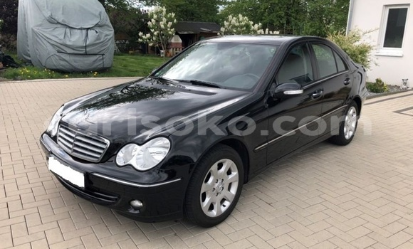 Gura Imported Mercedes-Benz C-klasse Black Imodoka i Kigali mu Rwanda