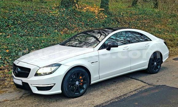 Buy Used Mercedes Viano White Car in Bokwango in Rwanda