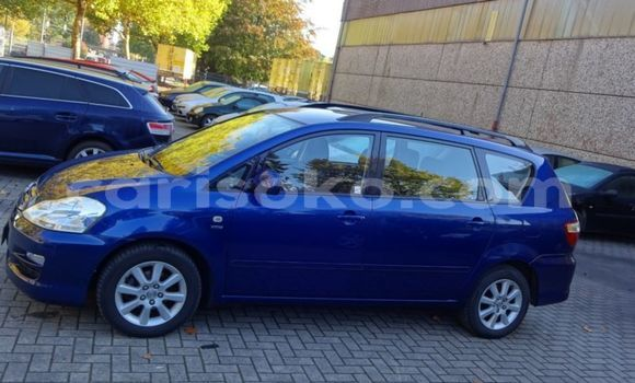 Gura Yakoze Toyota Avensis Verso Blue Imodoka i Kigali mu Rwanda