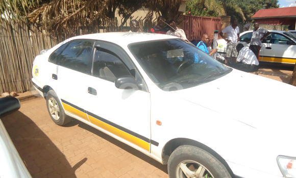 Gura Yakoze Toyota Carina White Imodoka i Kigali mu Rwanda