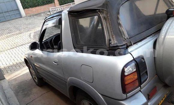 Acheter Occasion Voiture Toyota RAV4 Gris à Kigali, Rwanda
