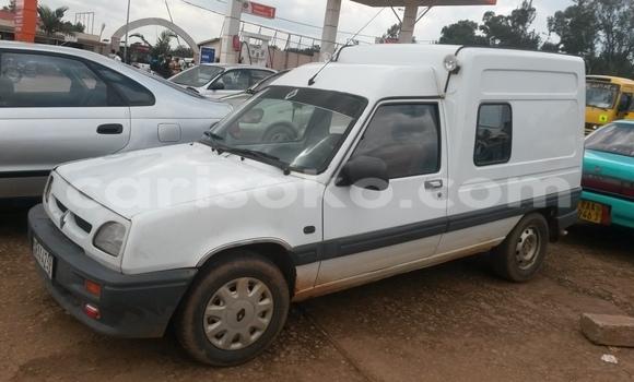 Acheter Occasion Voiture Renault Megane Blanc à Kigali au Rwanda