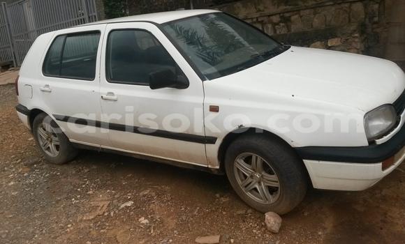 Acheter Occasion Voiture Volkswagen Golf Blanc à Kigali au Rwanda