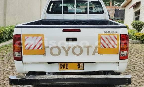 Buy Used Toyota Hilux White Car in Gicumbi in Rwanda