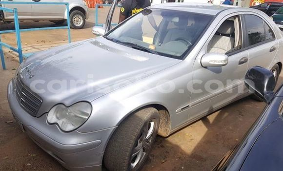 Gura Yakoze Mercedes-Benz C-klasse Silver Imodoka i Kigali mu Rwanda