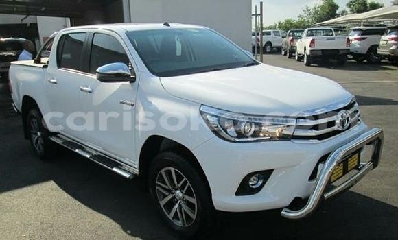 Buy Used Toyota Hilux White Car in Gisenyi in Gisenyi