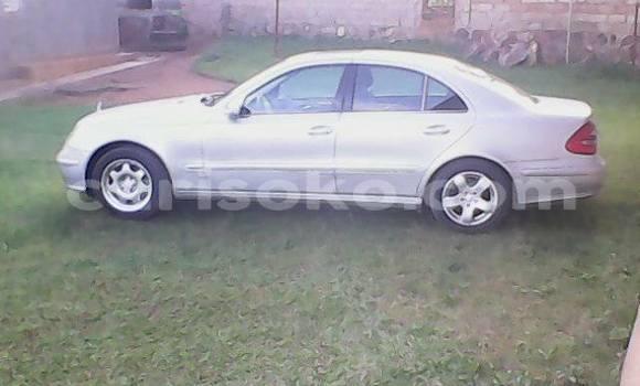 Gura Yakoze Mercedes-Benz E-klasse Silver Imodoka i Kigali mu Rwanda