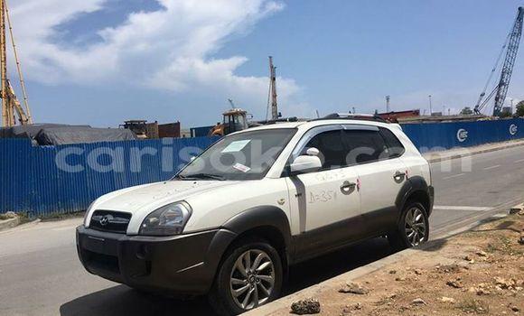 Buy Used Hyundai Tucson White Car in Kigali in Rwanda