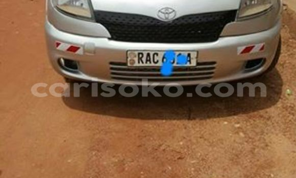 Gura Yakoze Toyota Yaris Silver Imodoka i Gicumbi mu Rwanda