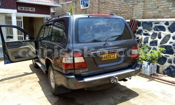 Buy Used Toyota Land Cruiser Silver Car in Gicumbi in Rwanda