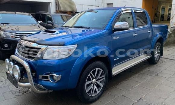 Gura Yakoze Toyota Hilux Blue Imodoka i Kigali mu Rwanda
