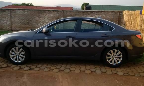 Gura Yakoze Mazda 323 Black Imodoka i Kigali mu Rwanda