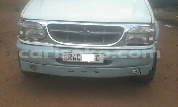 Gura Yakoze Ford Bronco White Imodoka i Kigali mu Rwanda