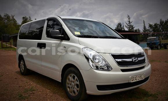 Acheter Neuf Voiture Hyundai Grand Starex Blanc à Kigali au Rwanda