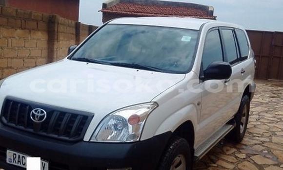 Acheter Occasion Voiture Toyota Land Cruiser Prado Blanc à Kigali au Rwanda