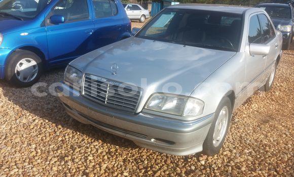 Acheter Occasions Voiture Mercedes‒Benz 200 Gris à Kigali au Rwanda