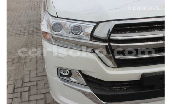 Buy Import Toyota Land Cruiser White Car in Import - Dubai in Rwanda