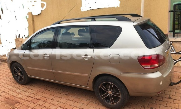 Gura Yakoze Toyota Avensis Verso Silver Imodoka i Kigali mu Rwanda
