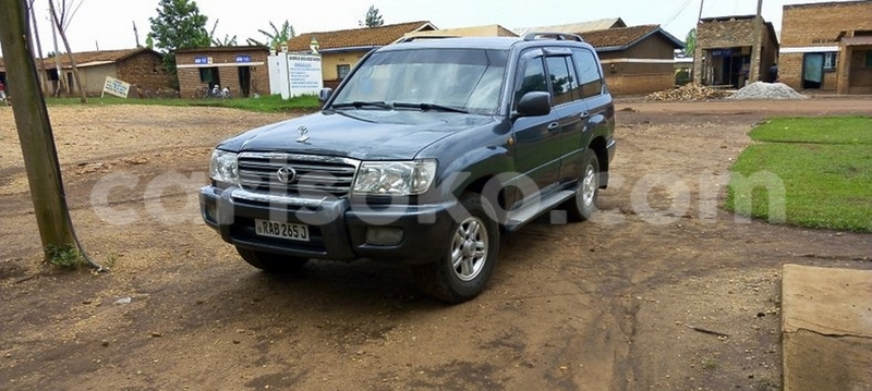 Big with watermark toyota land cruiser 2002 0788640812 huye 18000000 2