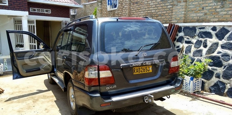 Big with watermark toyota land cruiser 2002 0788640812 huye 18000000