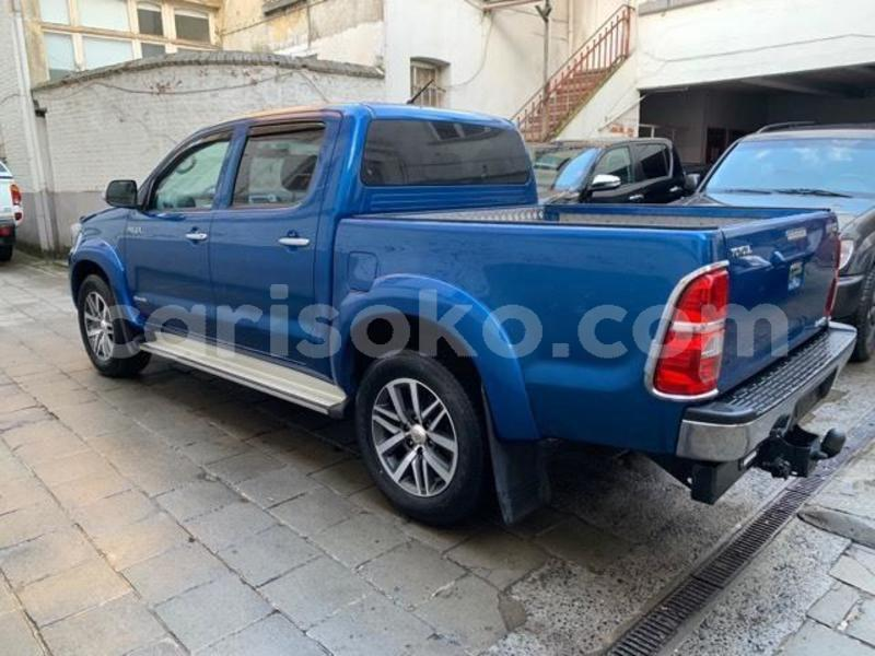 Big with watermark hilux4