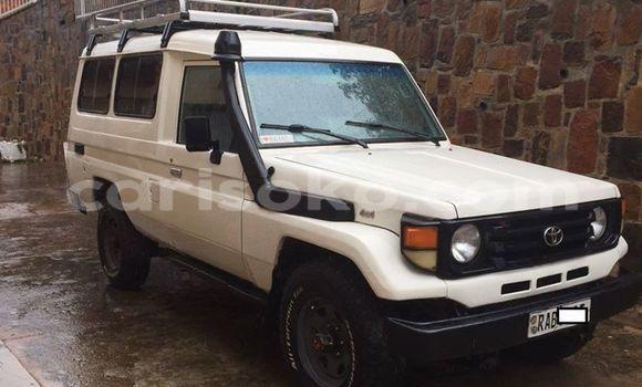 Buy Used Toyota Land Cruiser White Car in Gicumbi in Rwanda