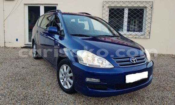 Gura Imported Toyota Avensis Verso Blue Imodoka i Kigali mu Rwanda