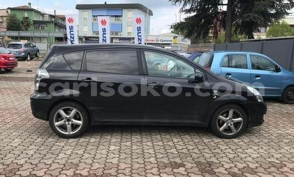 Gura Yakoze Toyota Corolla Verso Black Imodoka i Kigali mu Rwanda