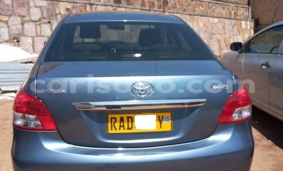 Gura Yakoze Toyota Yaris Blue Imodoka i Kigali mu Rwanda