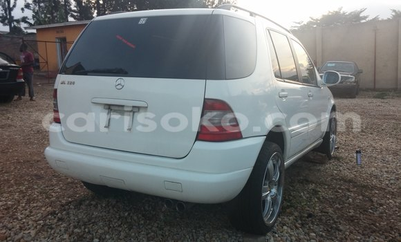 Buy Used Mercedes‒Benz 190 White Car in Kigali in Rwanda