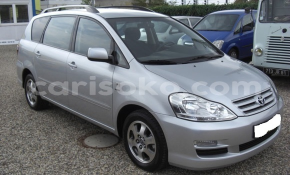 Acheter Importé Voiture Toyota Avensis Verso Gris à Kigali, Rwanda
