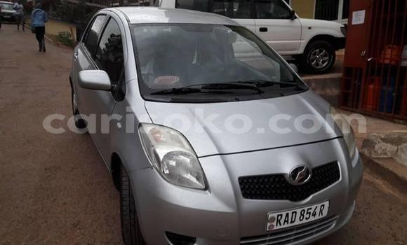Gura Yakoze Toyota Vitz Silver Imodoka i Kigali mu Rwanda