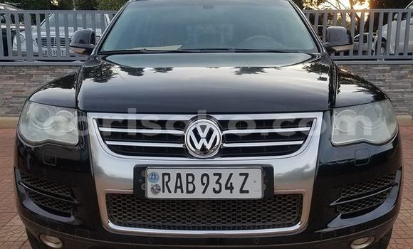 Gura Yakoze Volkswagen Touareg Black Imodoka i Kigali mu Rwanda