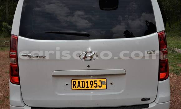 Buy Used Hyundai Grand Starex White Car in Gicumbi in Rwanda