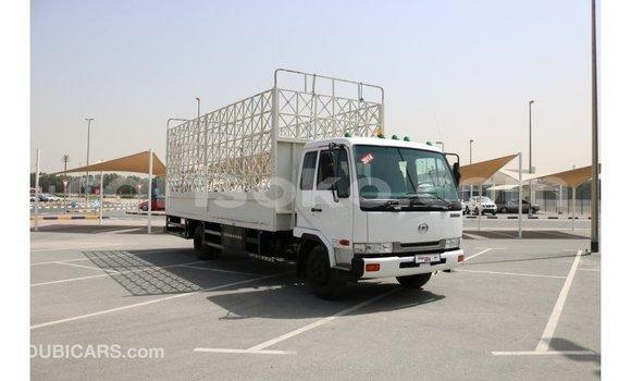 Gura Imported Nissan 350Z White Imodoka i Import - Dubai mu Rwanda