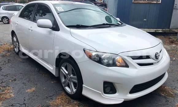 Gura Yakoze Toyota Corolla White Imodoka i Kigali mu Rwanda