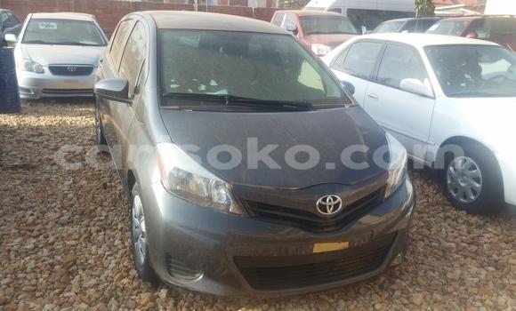 Gura Yakoze Toyota Yaris Black Imodoka i Kigali mu Rwanda