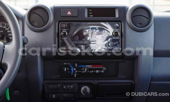 Buy Import Toyota Pickup White Car in Import - Dubai in Rwanda