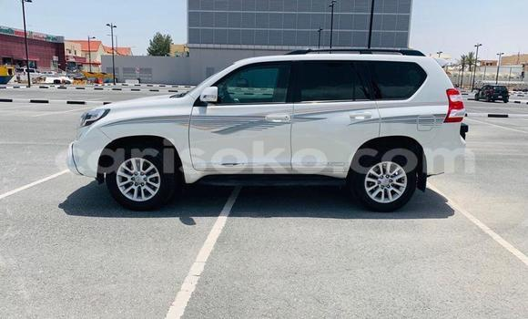 Gura Imported Toyota Land Cruiser Prado White Imodoka i Kigali mu Rwanda