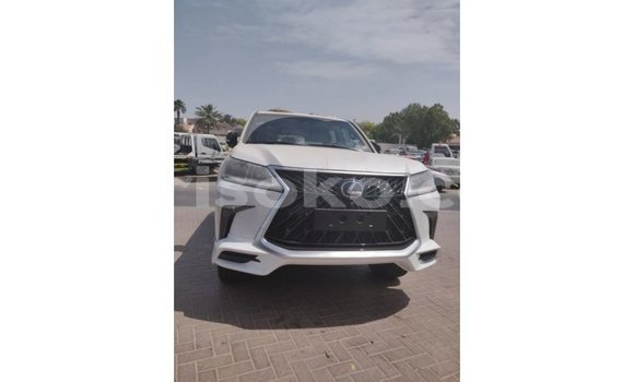 Gura Imported Lexus LX White Imodoka i Import - Dubai mu Rwanda
