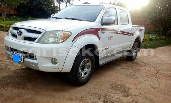 Acheter Occasion Voiture Toyota Hilux Blanc à Gicumbi au Rwanda