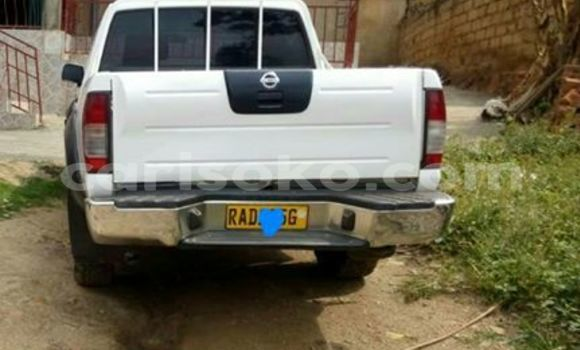 Buy Used Nissan Navara White Car in Gicumbi in Rwanda