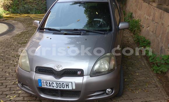 Acheter Occasion Voiture Toyota Yaris Gris à Gicumbi au Rwanda