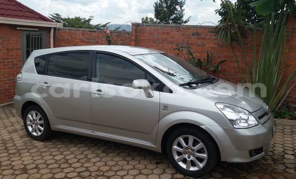 Acheter Occasions Voiture Toyota Verso Noir à Kigali au Rwanda