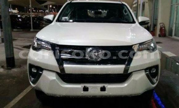 Acheter Occasion Voiture Toyota Fortuner Blanc à Kigali, Rwanda