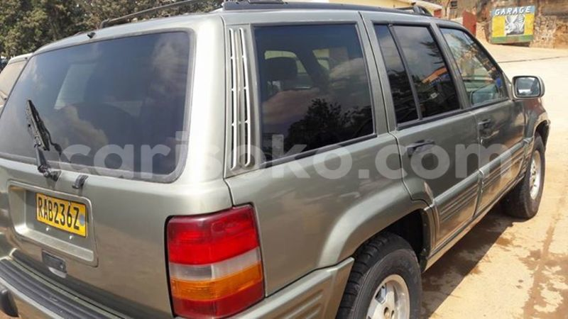 Big with watermark jeep cherokee 0781000000 7m 2